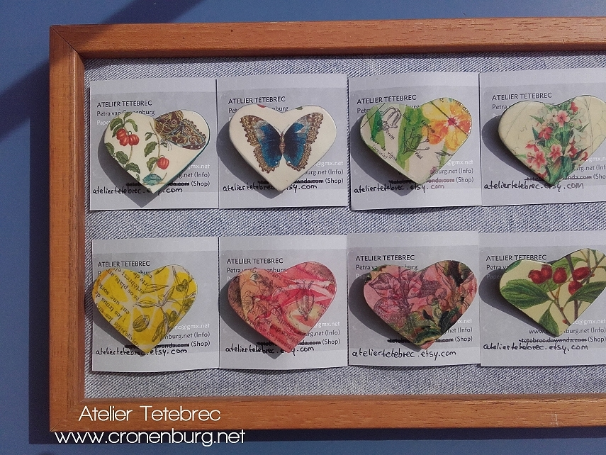 Herzbroschen Display links
