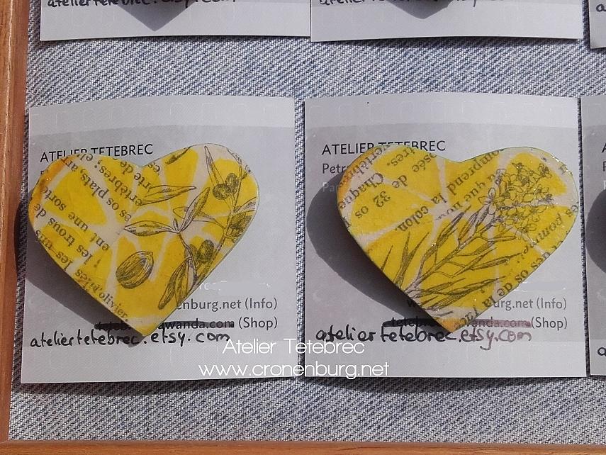 2 Herzbroschen gelb buchseiten